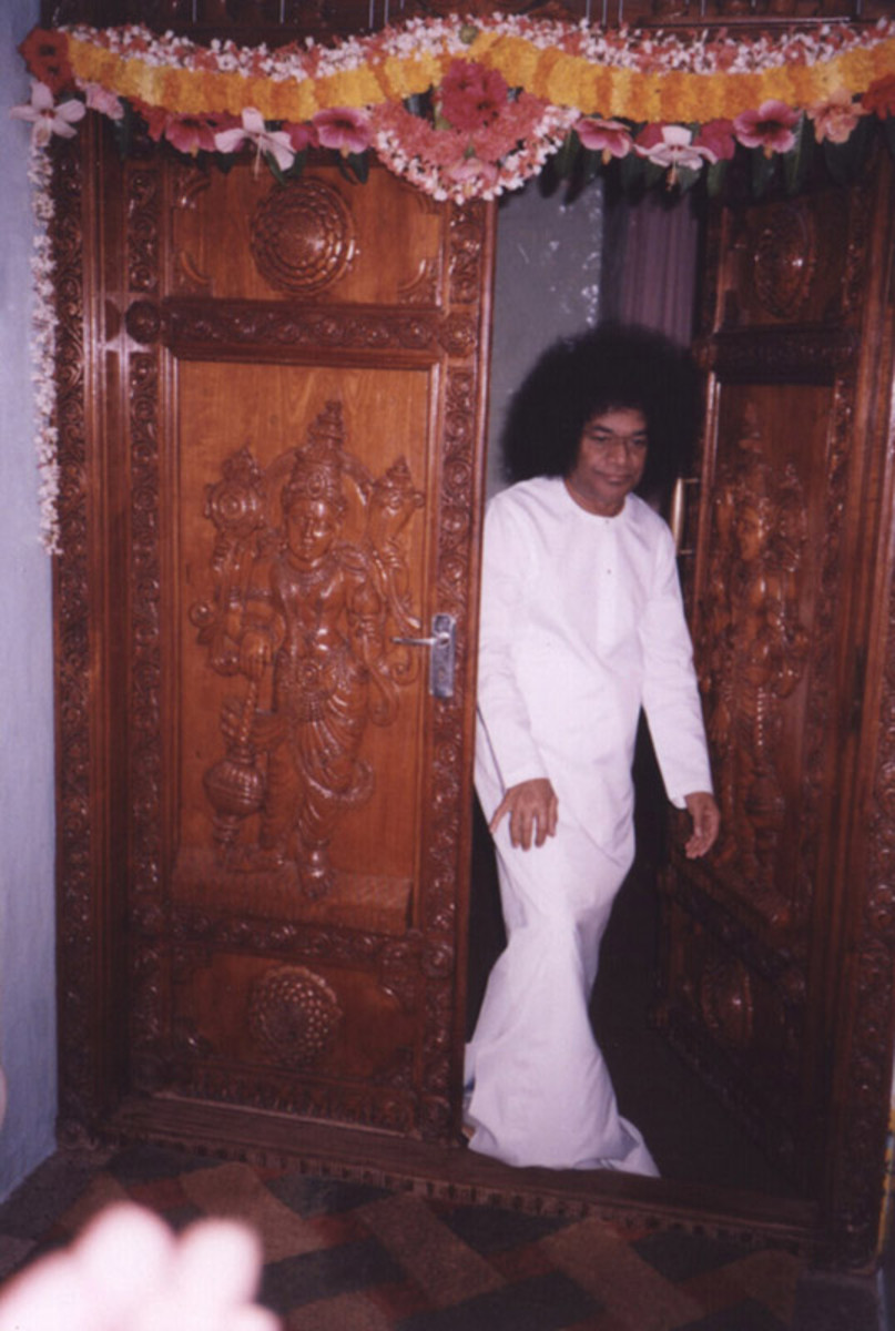 A picture of Sri Sathya Sai coming out of the interview room during His Birthday celebrations.