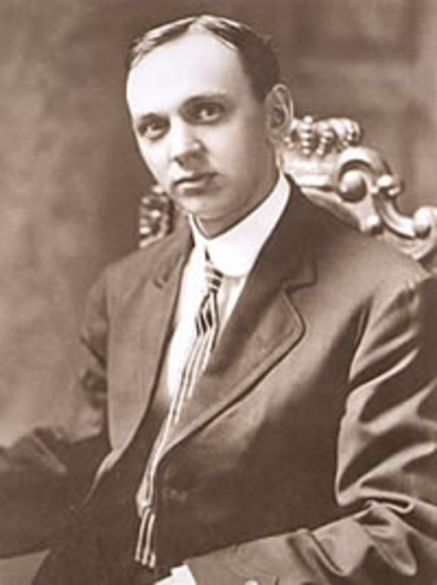 This NY Times photo of Edgar Cayce was used in the 1910 article about his clairvoyant readings which helped to heal people on whom doctors had given up.
