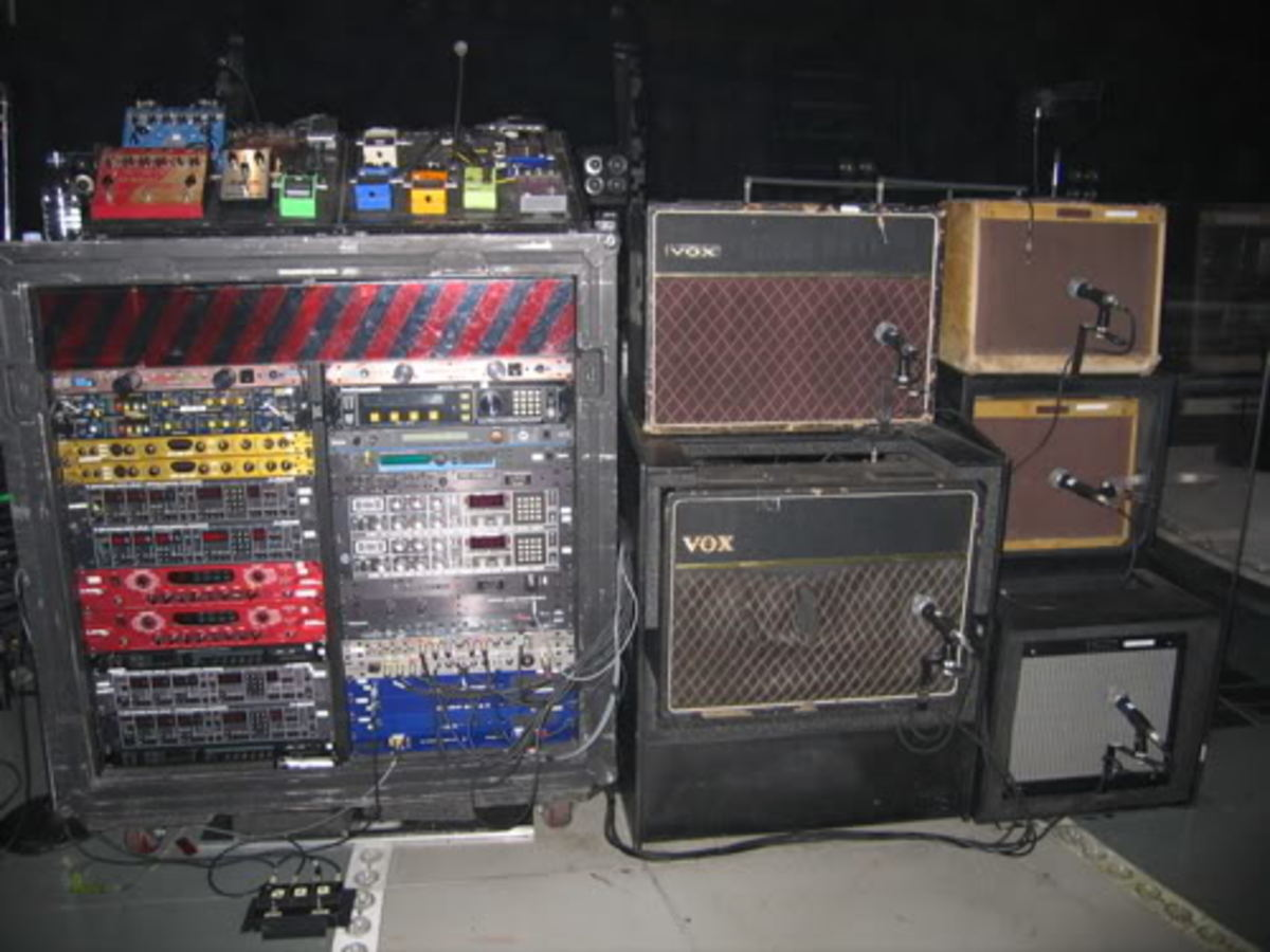 Edge's current guitar rig utilizes tens--possibly hundreds--of thousands of dollars' worth of rare and vintage gear. But he also uses very common, mass-produced modern effects, too.