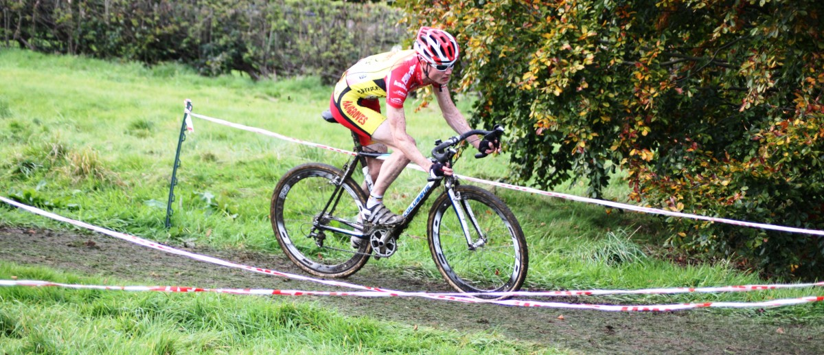 Joe Kirkham of Hargroves Cycles racing cyclocross on carbon fibre tubular rims