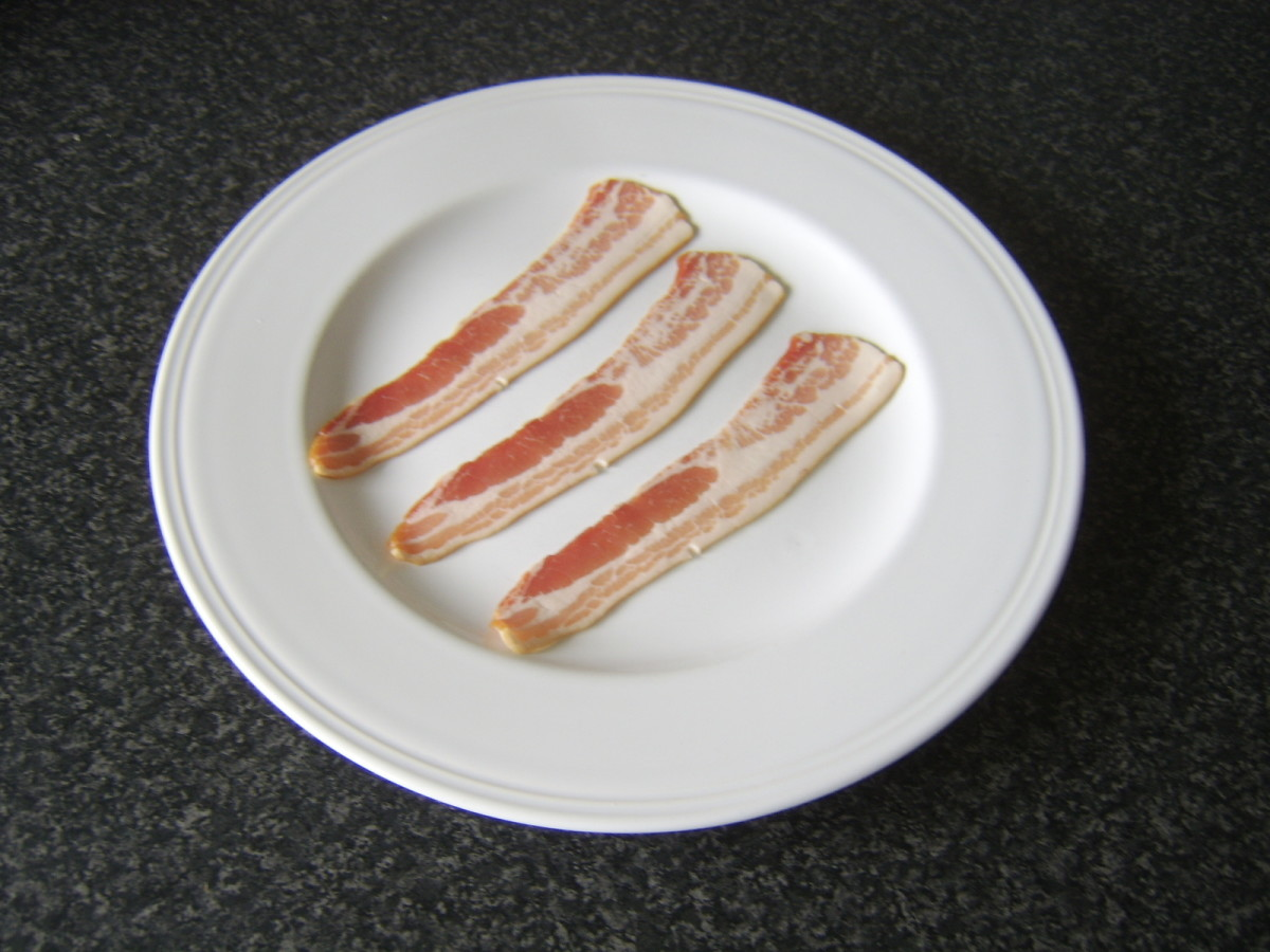 Standard bacon in North America is known as smoked streaky bacon in the UK