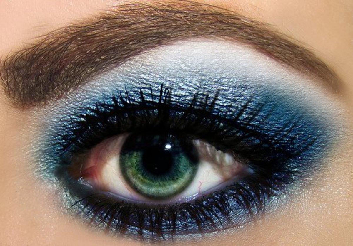 Blue eye make looks really stylish