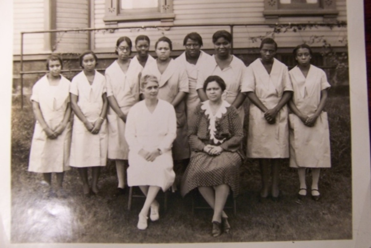 Miss Hunter with graduates of the Sarah Hills Training School
