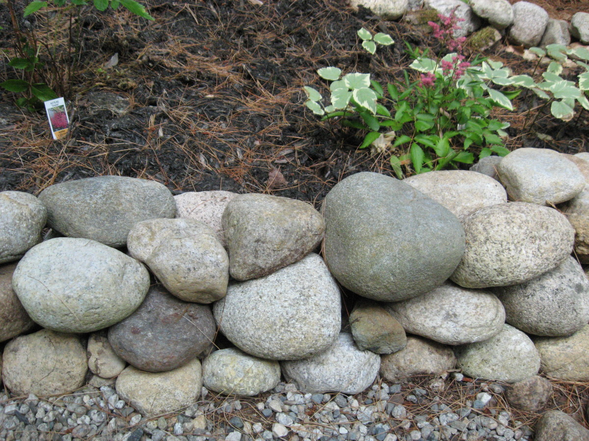 A side view of a border of rocks.