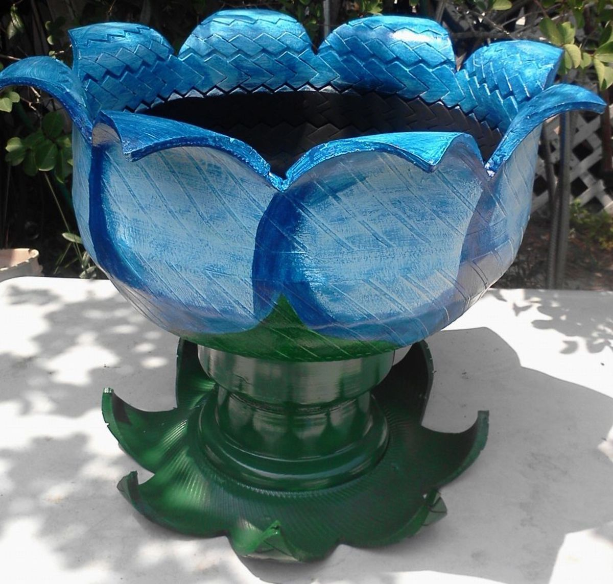 Recycled tires scrap car flower pots for Car tire flower planter