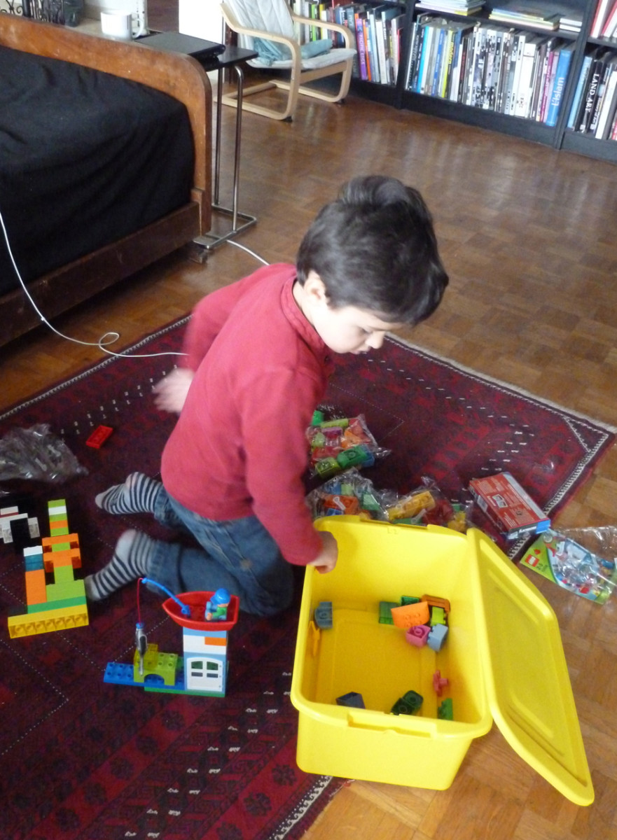 How Early Should You Start Your Kids Playing with LEGOs?