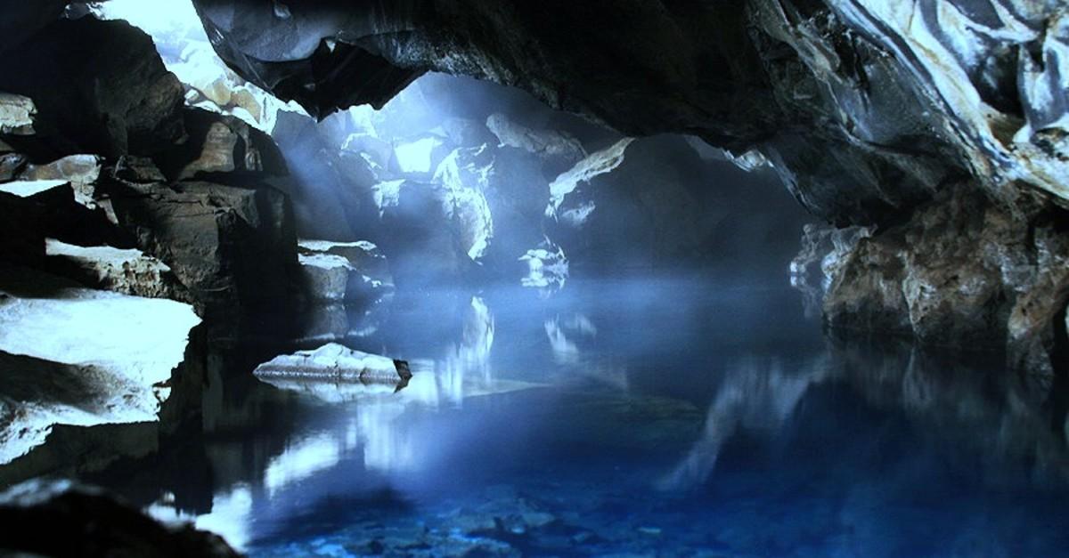 Grjótagj caves