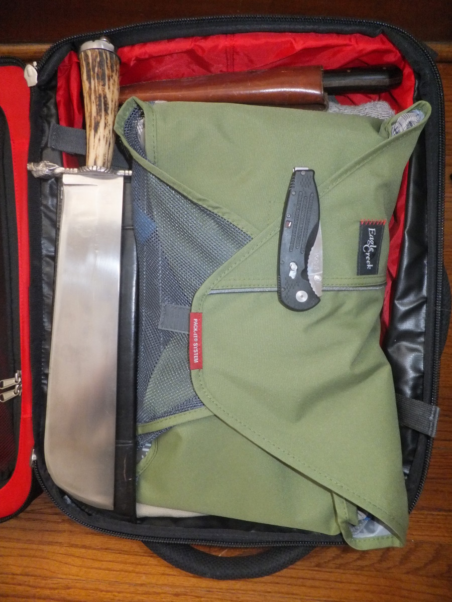 Soon, you will be able to stow knives in your carry on luggage.  There are important regulations on what kind of cutting tool you can carry with you.  I don't believe that medieval hunting knives, like the trousse pictured here, are allowed.