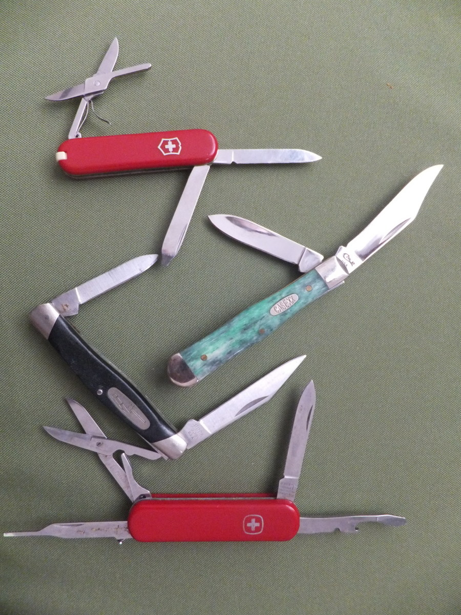 A few knives that would be allowed on planes.