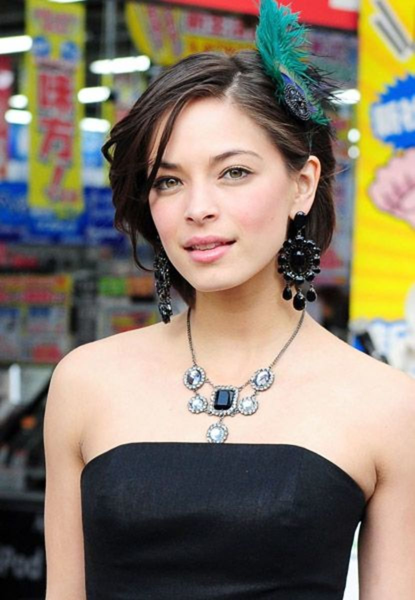 Though Kristin Kreuk's face is round, she has a somewhat accentuated jaw-line beautifully drawing a line to her chin.