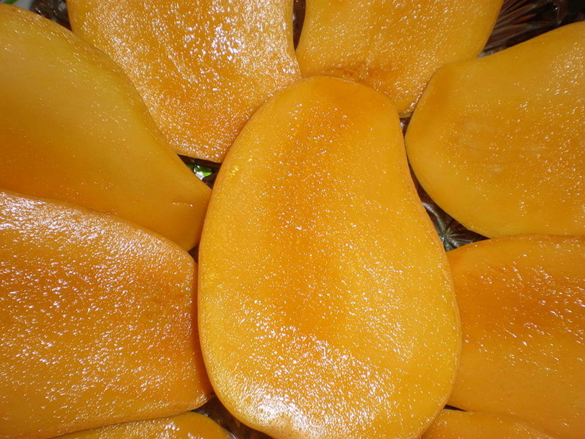 High in phytochemicals, mangoes have an anti-aging effect.