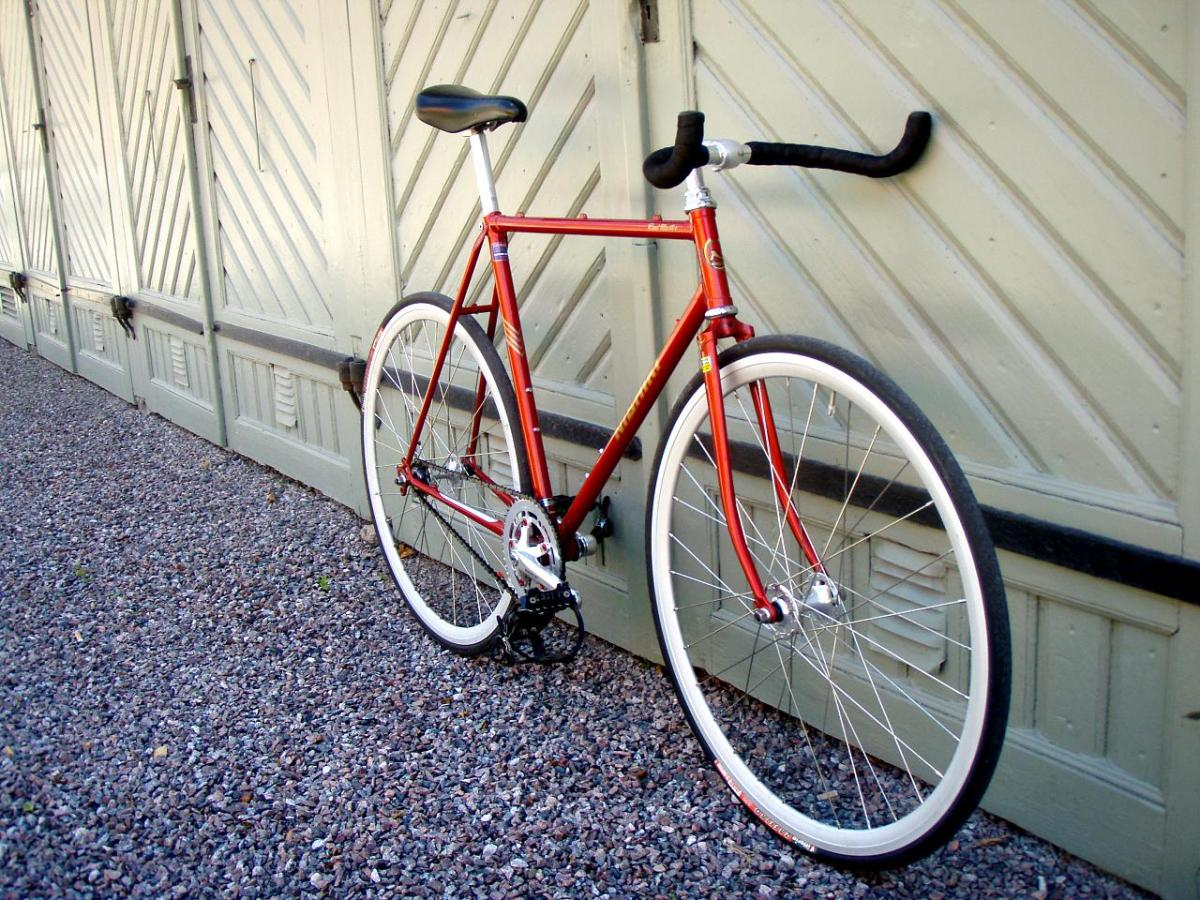 What Is A Fixie Bike? History, Description, and Why They're Popular
