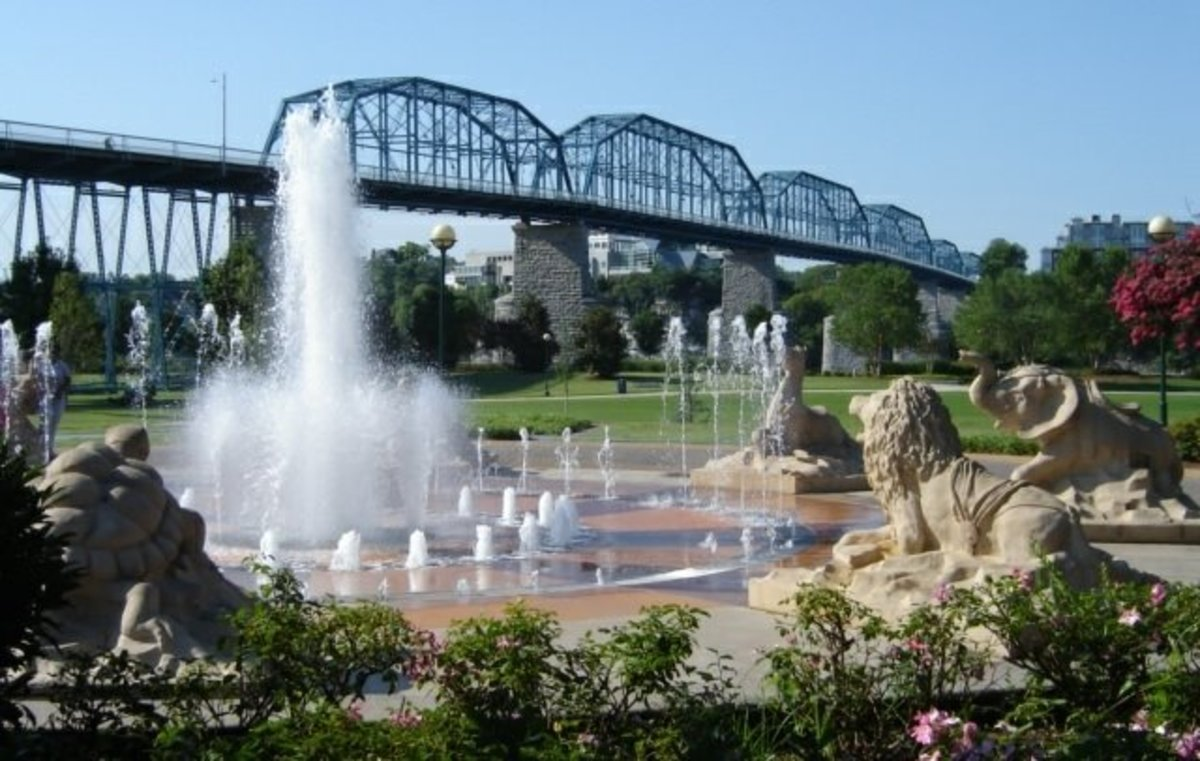 The Walnut Street Bridge and Fountain at Coolidge Park