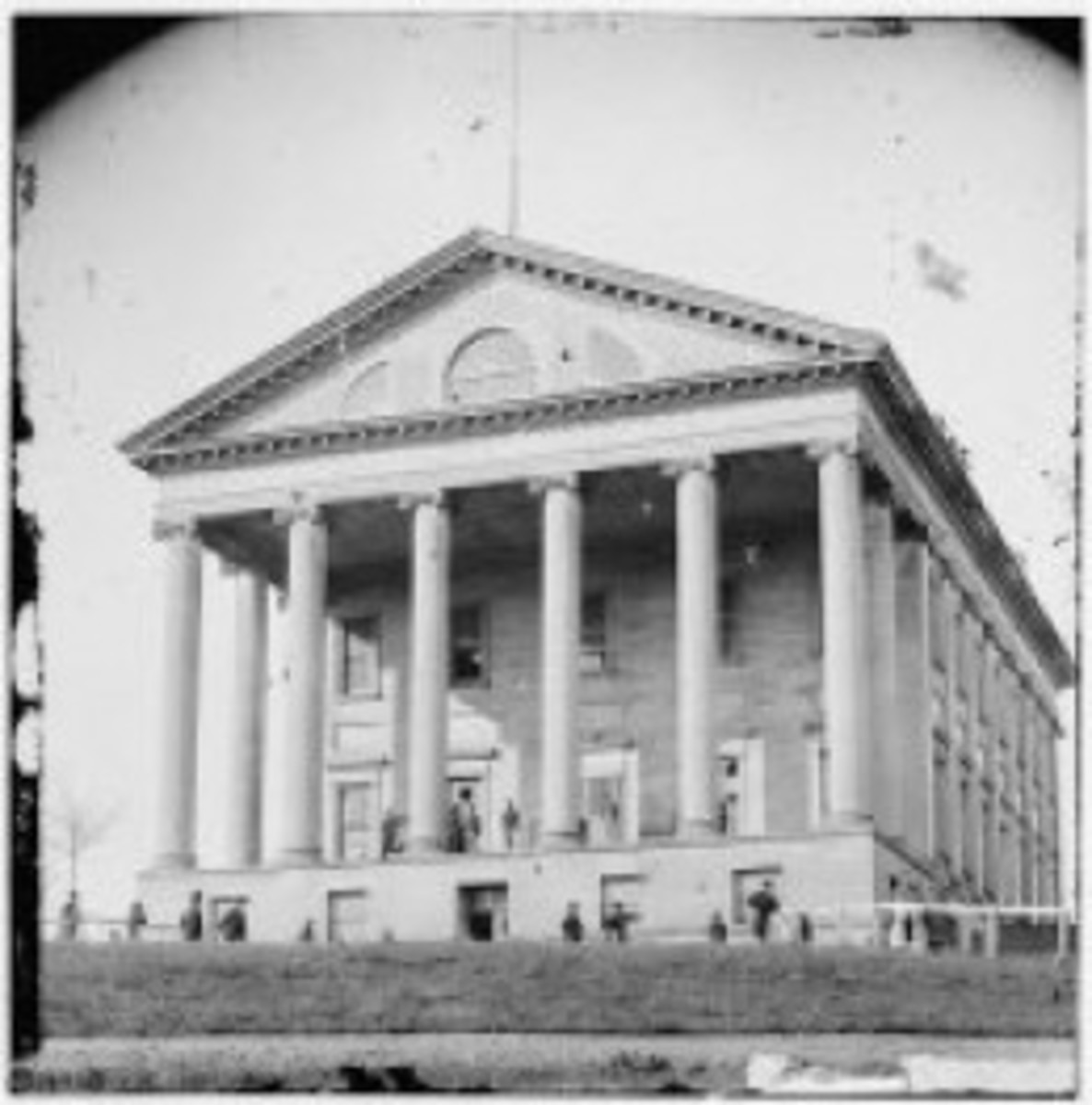Montgomery, AL becomes the capitol of the Confederate States of America
