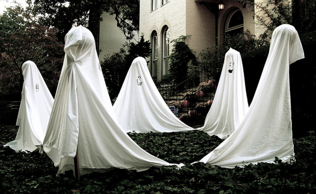 Ghosts dancing in a circle make a great affordable Halloween decoration!