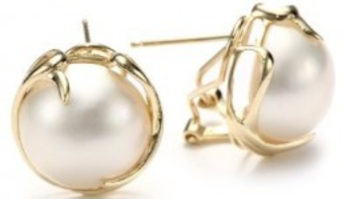 Mabe Pearl and Gold Earrings Gift