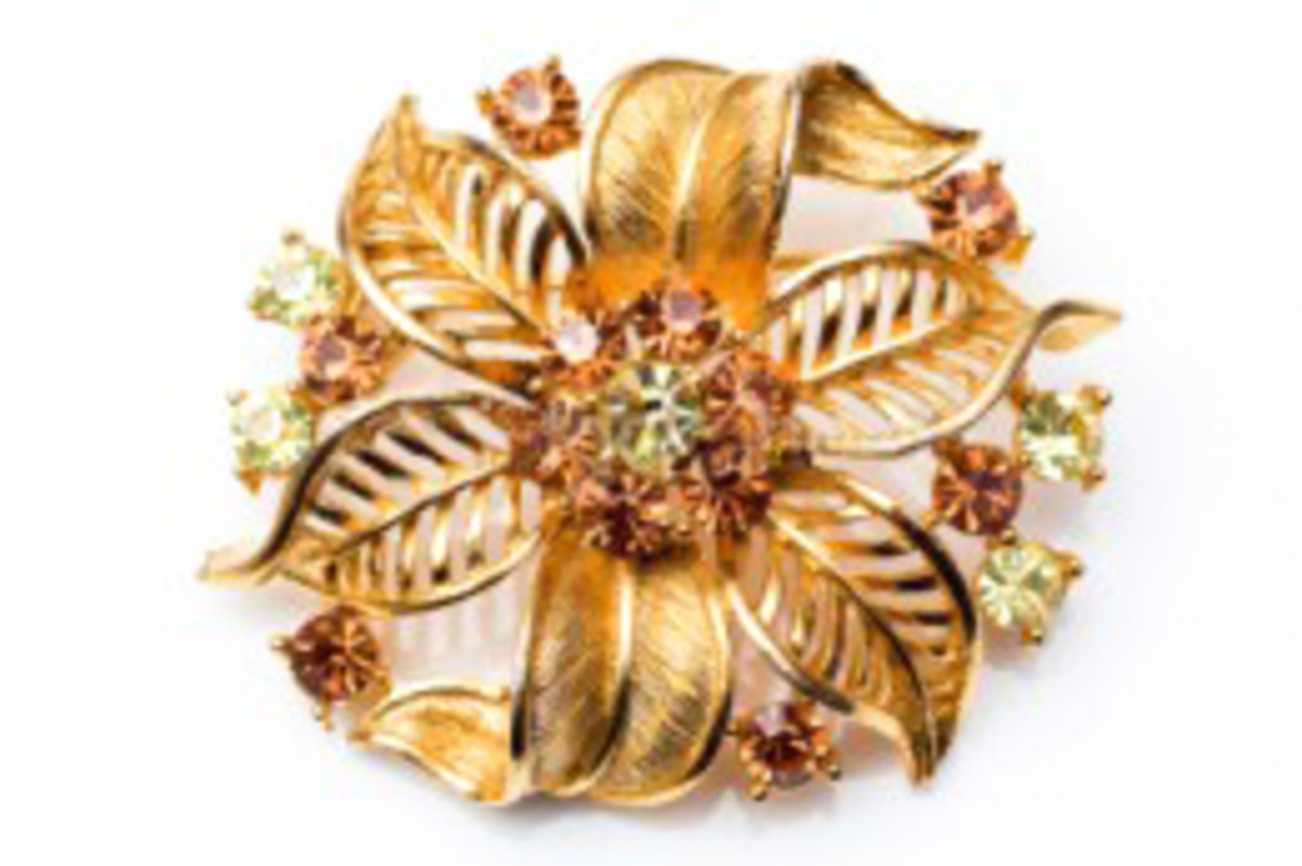 This vintage brooch shows the ribbon and fabric style used during the 1940s.