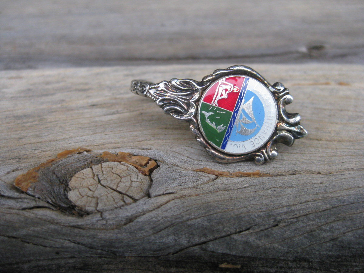This teaspoon ring was made with an enamelled souvenir spoon.