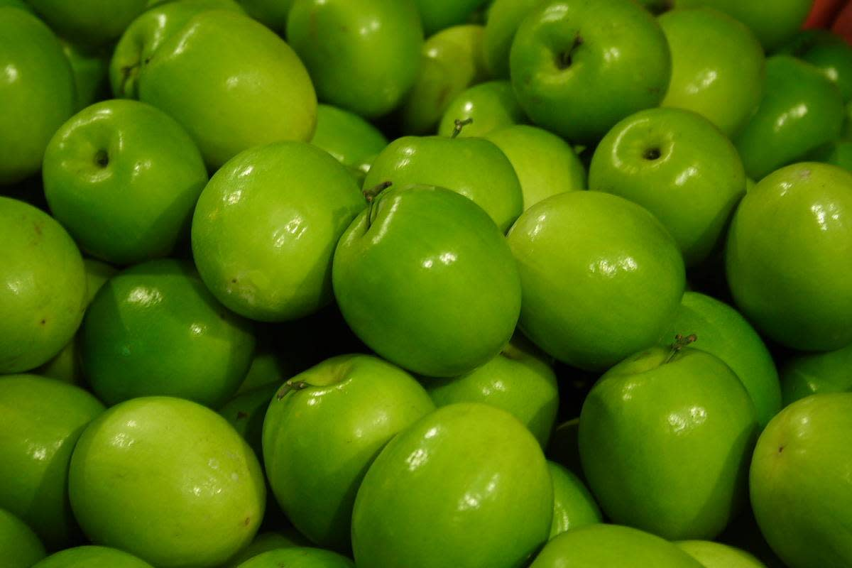 Granny Smith Apples:  These make for a slightly more tart Russian Apple Sharlotka