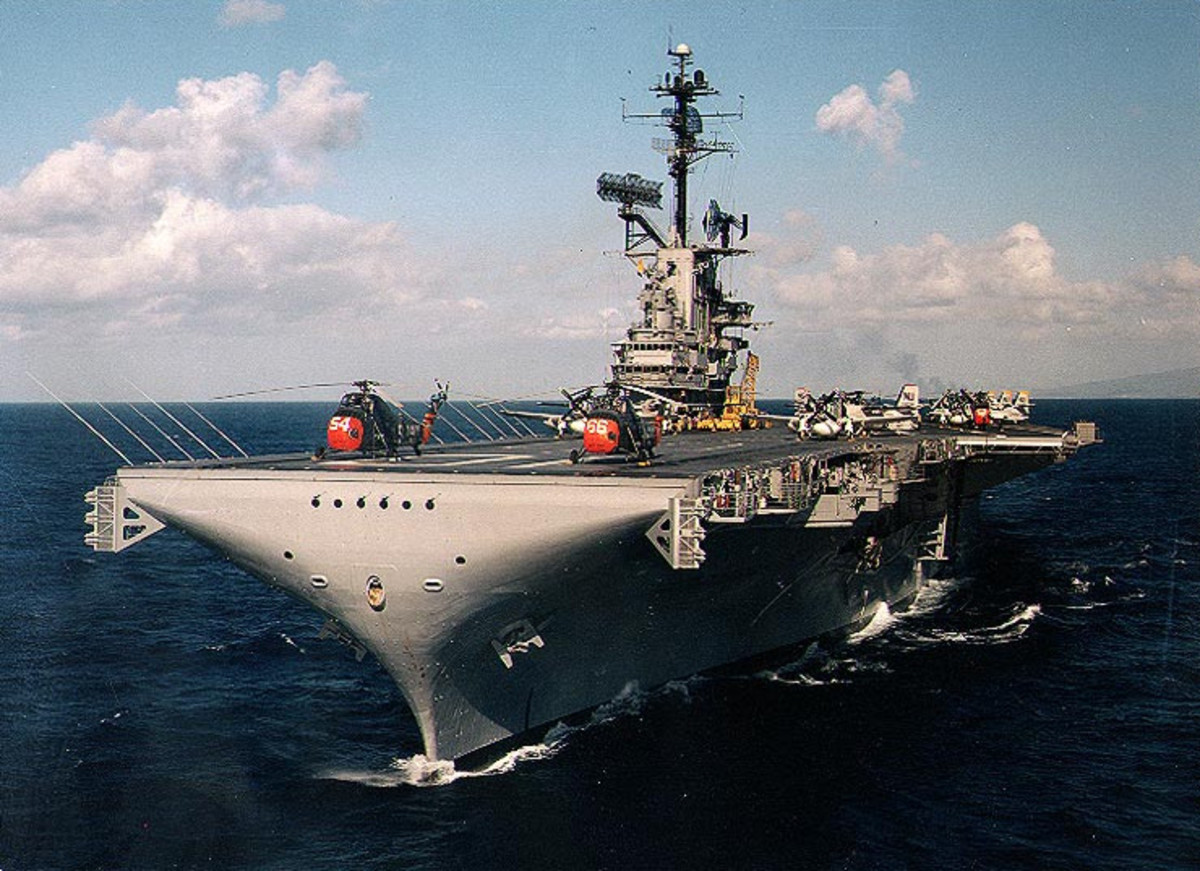 USS Yorktown (CVS-10) at sea off Hawaii (USA), some time between 1961 and 1963.