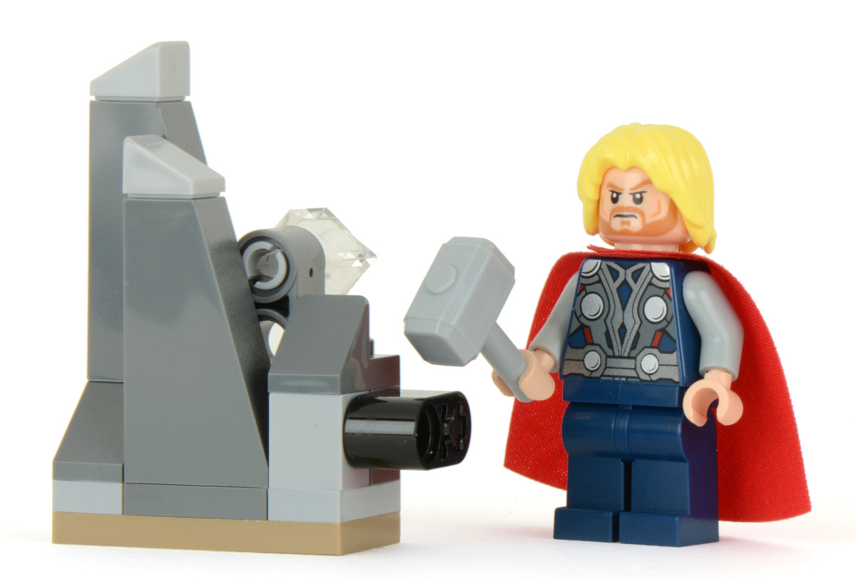 LEGO Super Heroes Thor and The Cosmic Cube 30163 Assembled