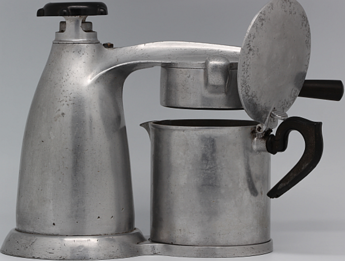 Vesuvian stovetop coffee maker