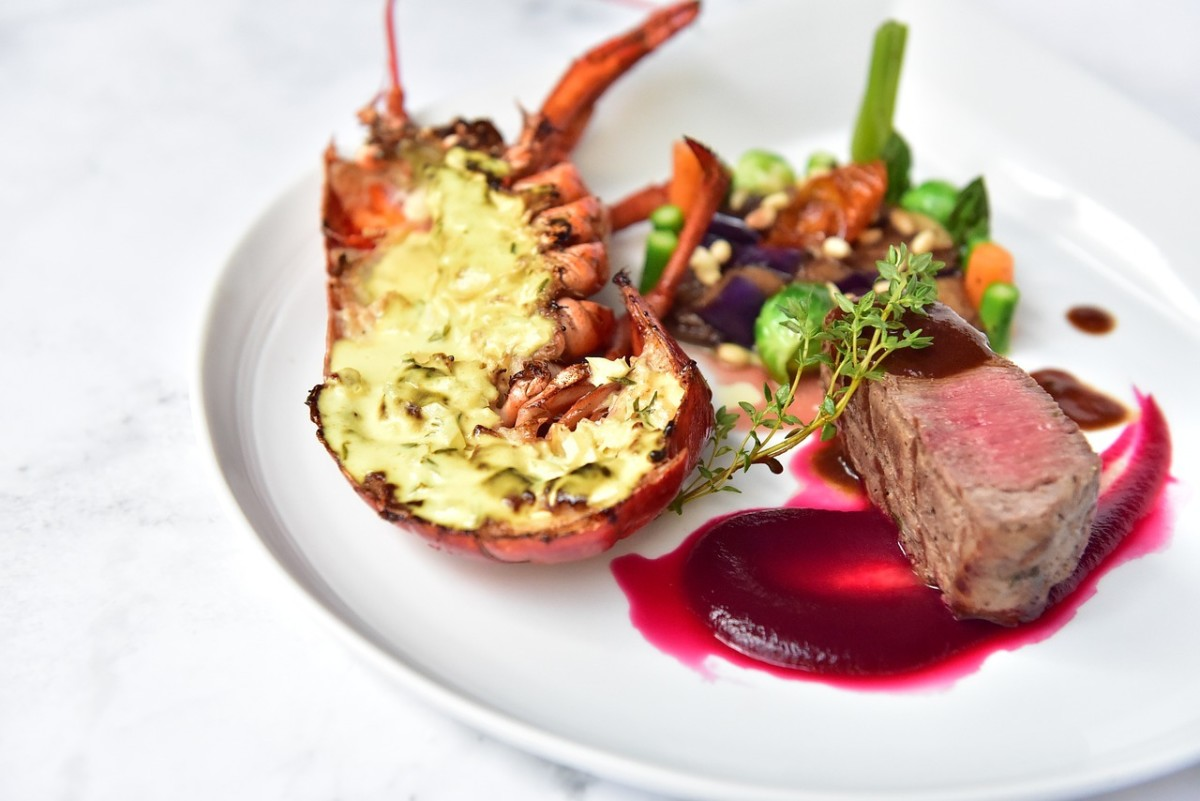Steak and Lobster meal: Image by u_o6zyucpb from Pixabay