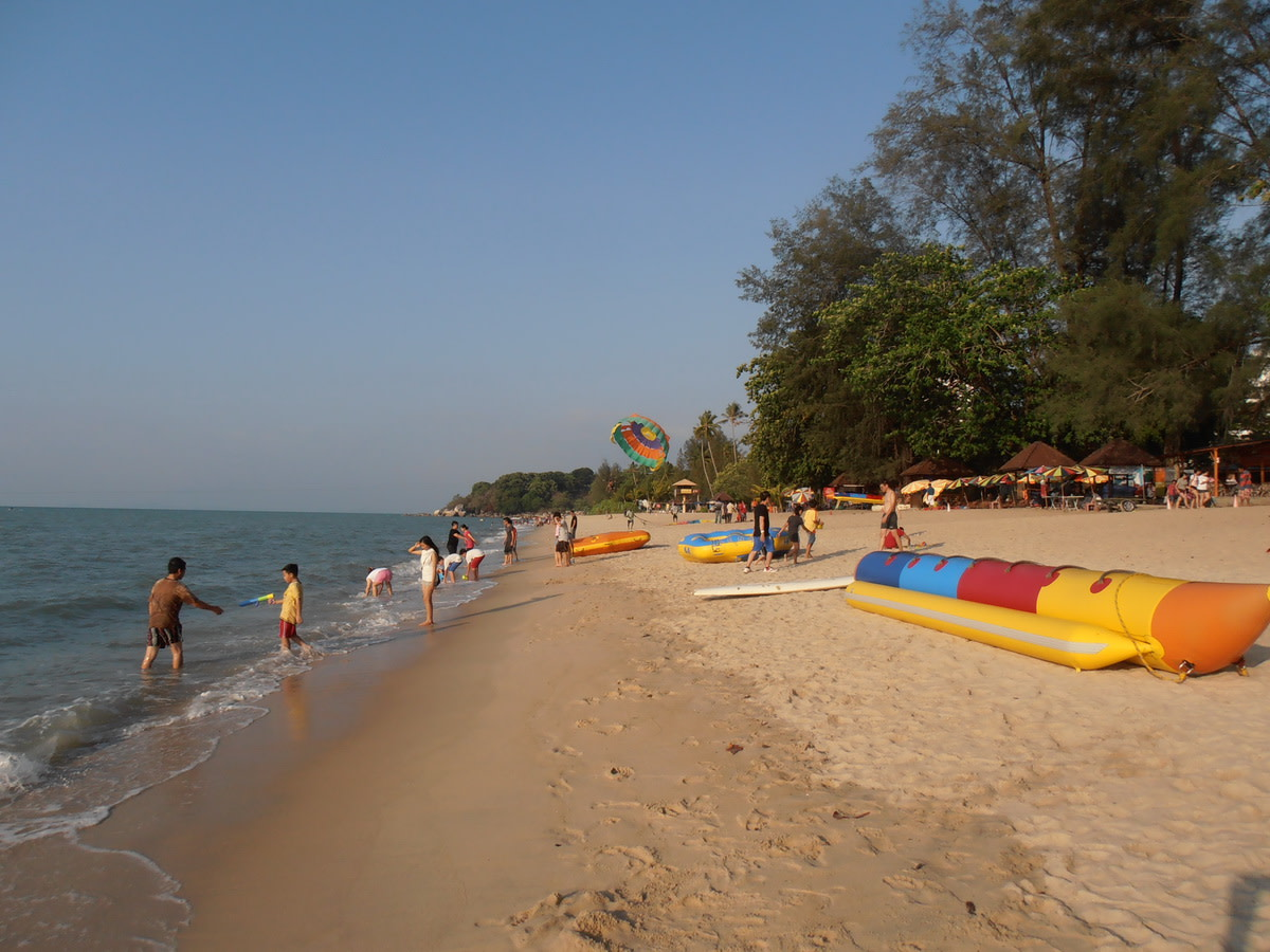 Banana boat (right) waiting for customers.
