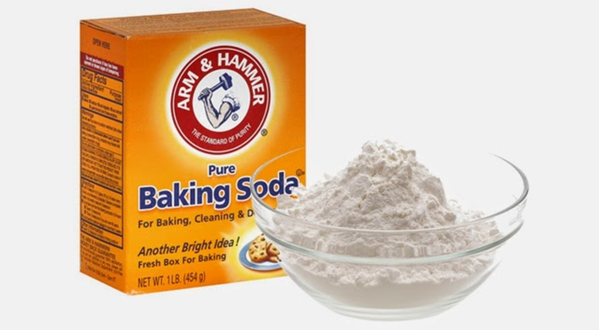 Making a baking soda mixture is a great way to whiten nails naturaly