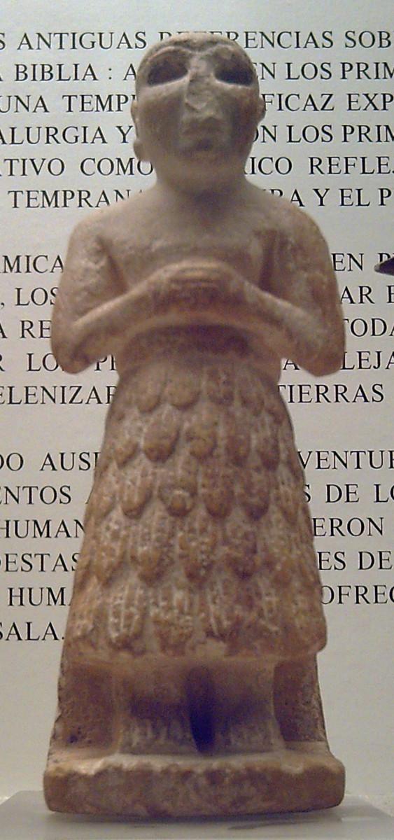 Statue shows Sumerian tufted skirt circa 2550 - 2520 BC.