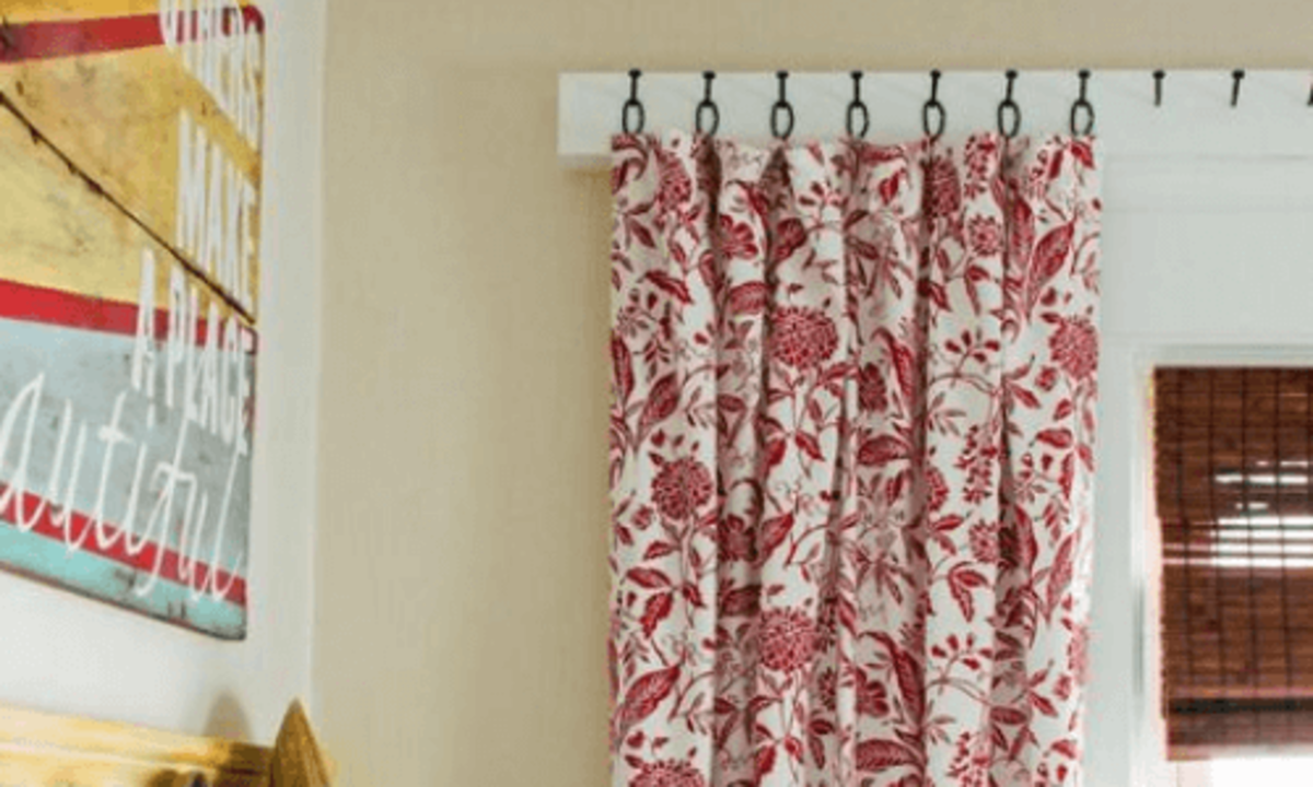Curtain hooks and rings are decorative windows that don't need the curtain rod.