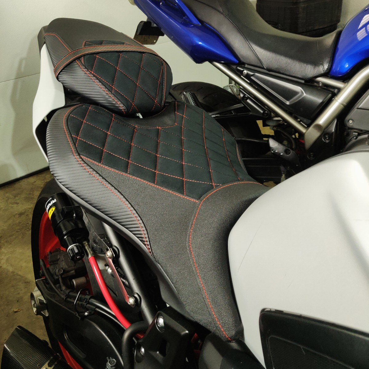 A seat cover by Luimoto