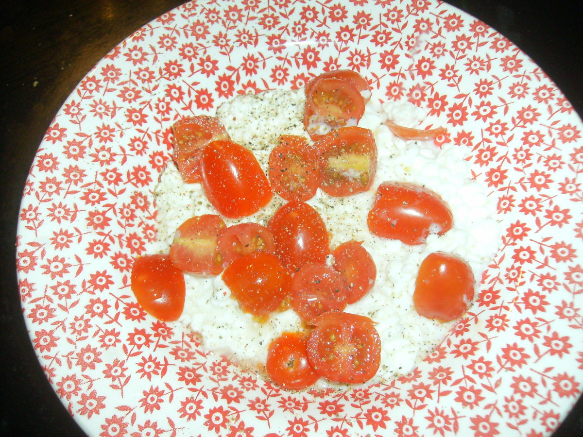 Cottage Cheese with Sliced Grape Tomatoes and Sprinkled Pepper