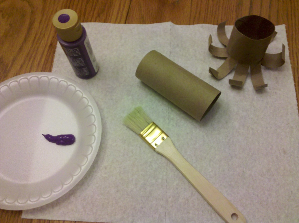 Paint the inside and outside of the toilet paper roll your desired color.