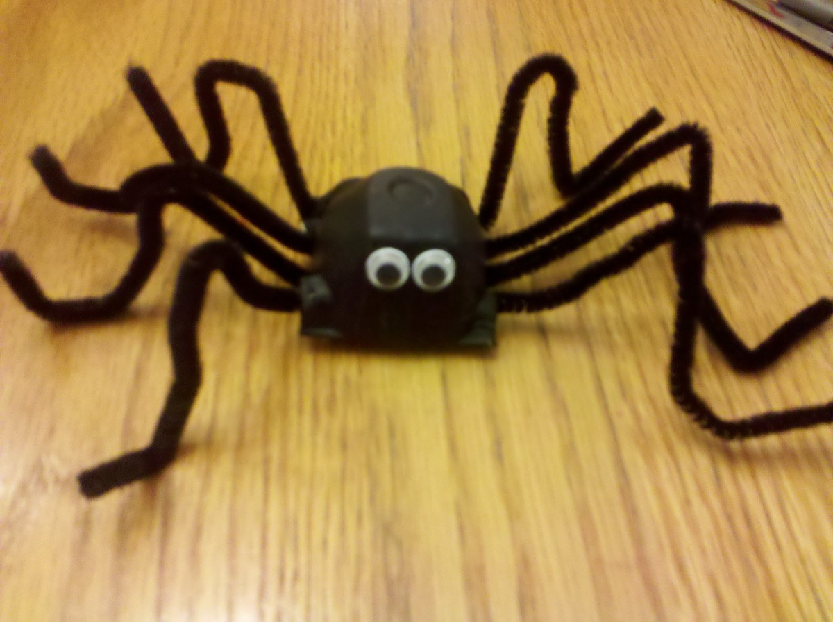 Egg carton spiders are a fun Halloween craft to do with your kids!