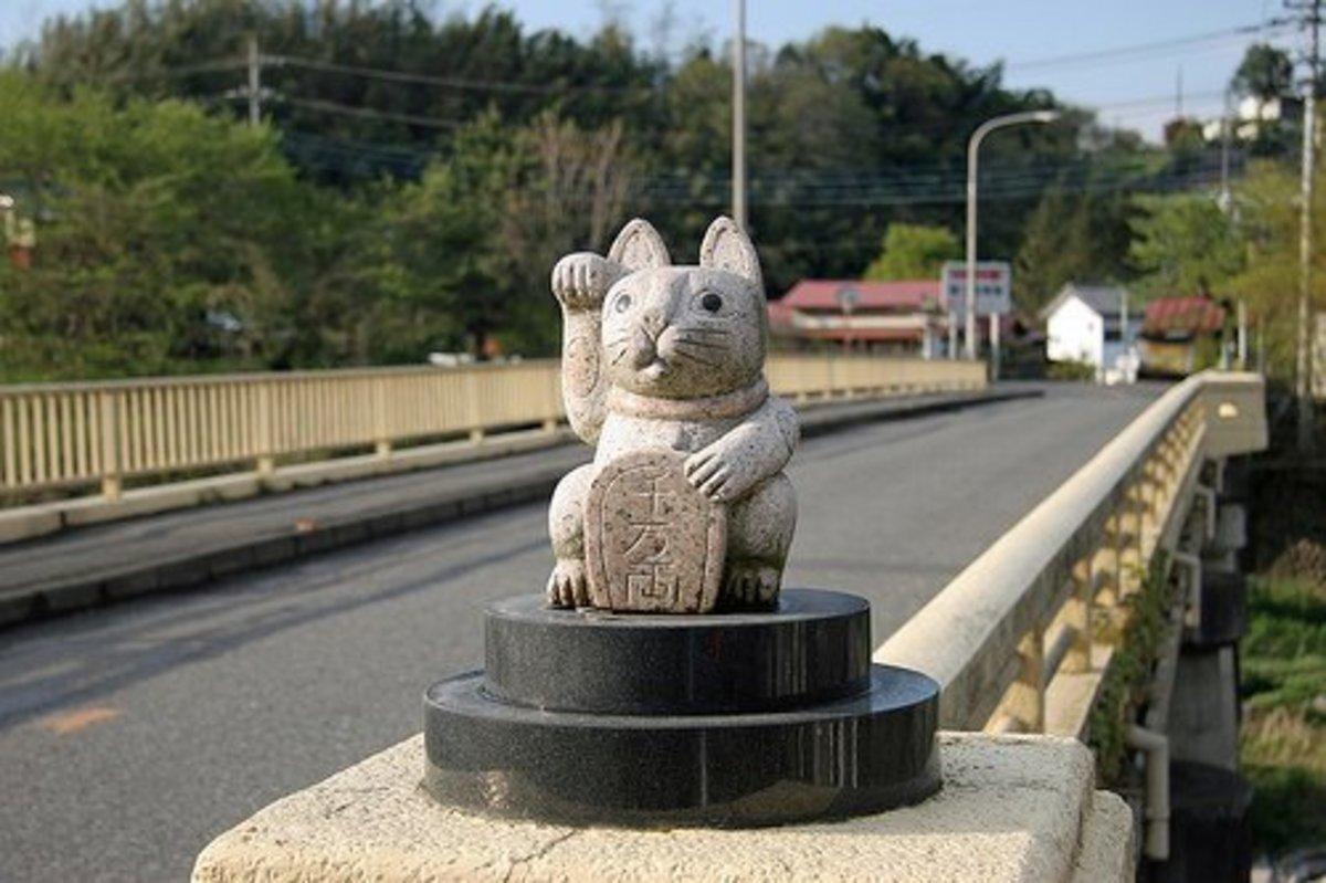 Maneki Neko on a bridge in Japan
