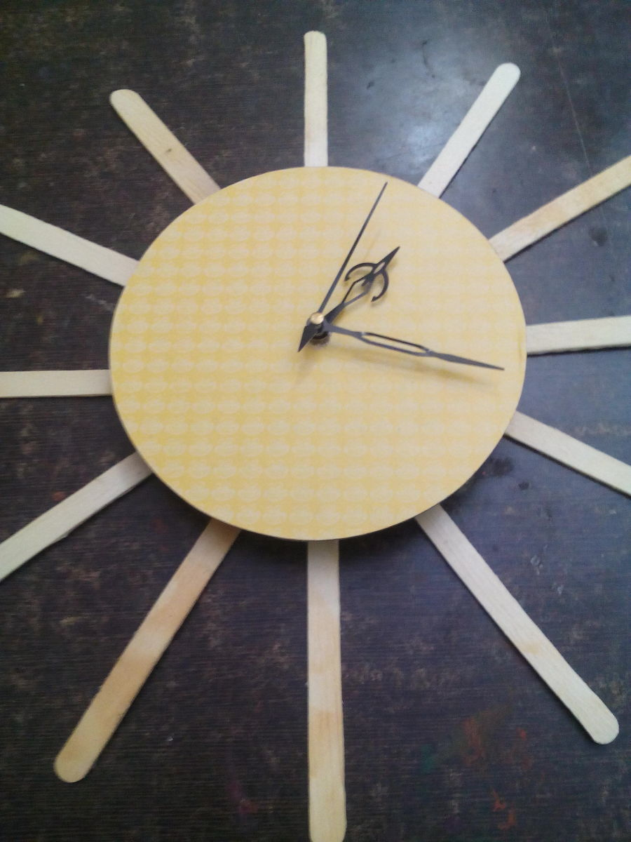 best out of waste how to make a wall clock using waste material. Black Bedroom Furniture Sets. Home Design Ideas
