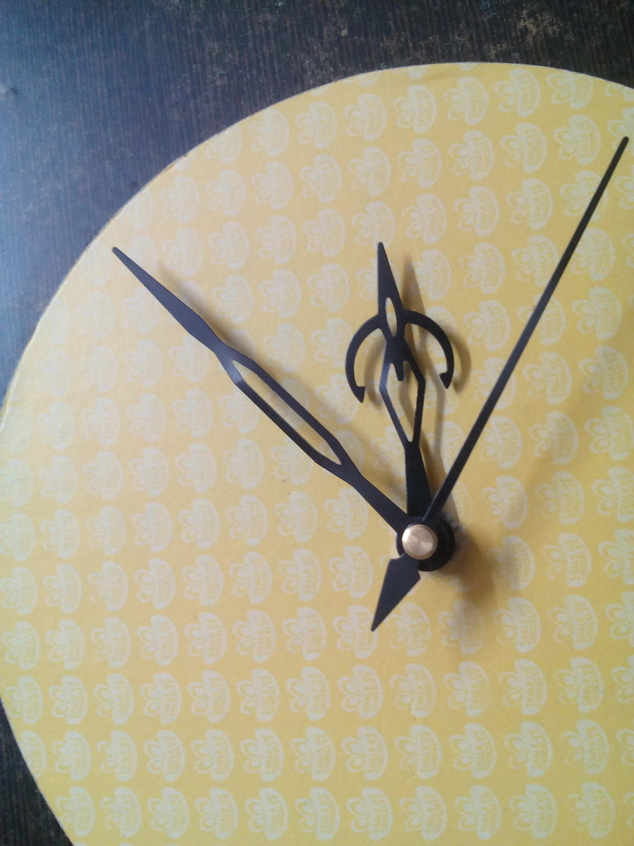 Best Out of Waste How to make a wall clock using waste material