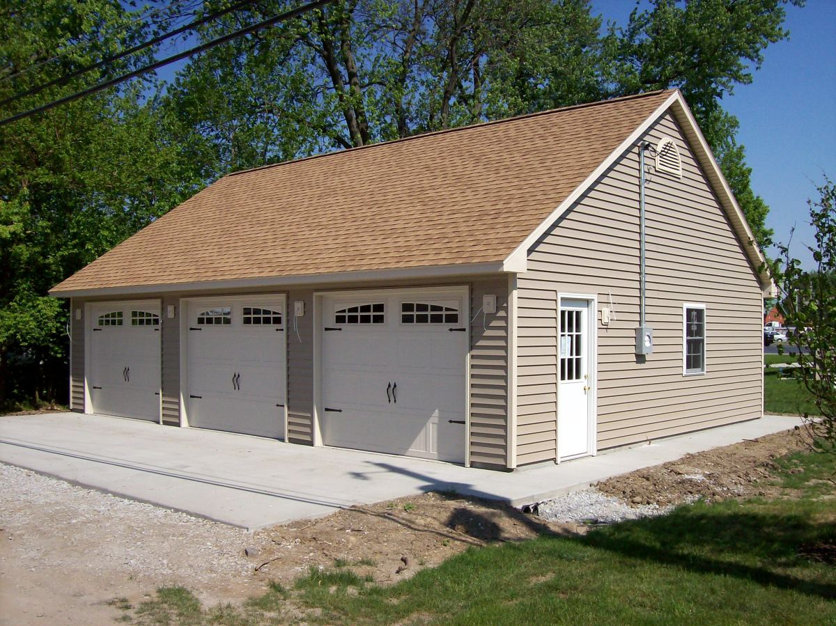 Home improvement coach house 3 car garage and more dream for Coach house garage prices