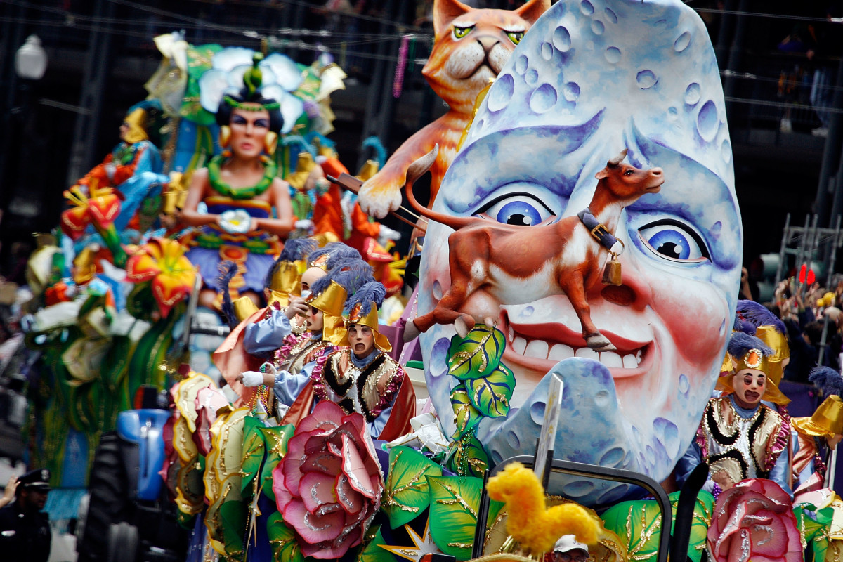 NEW ORLEANS MARDI GRAS PARADE