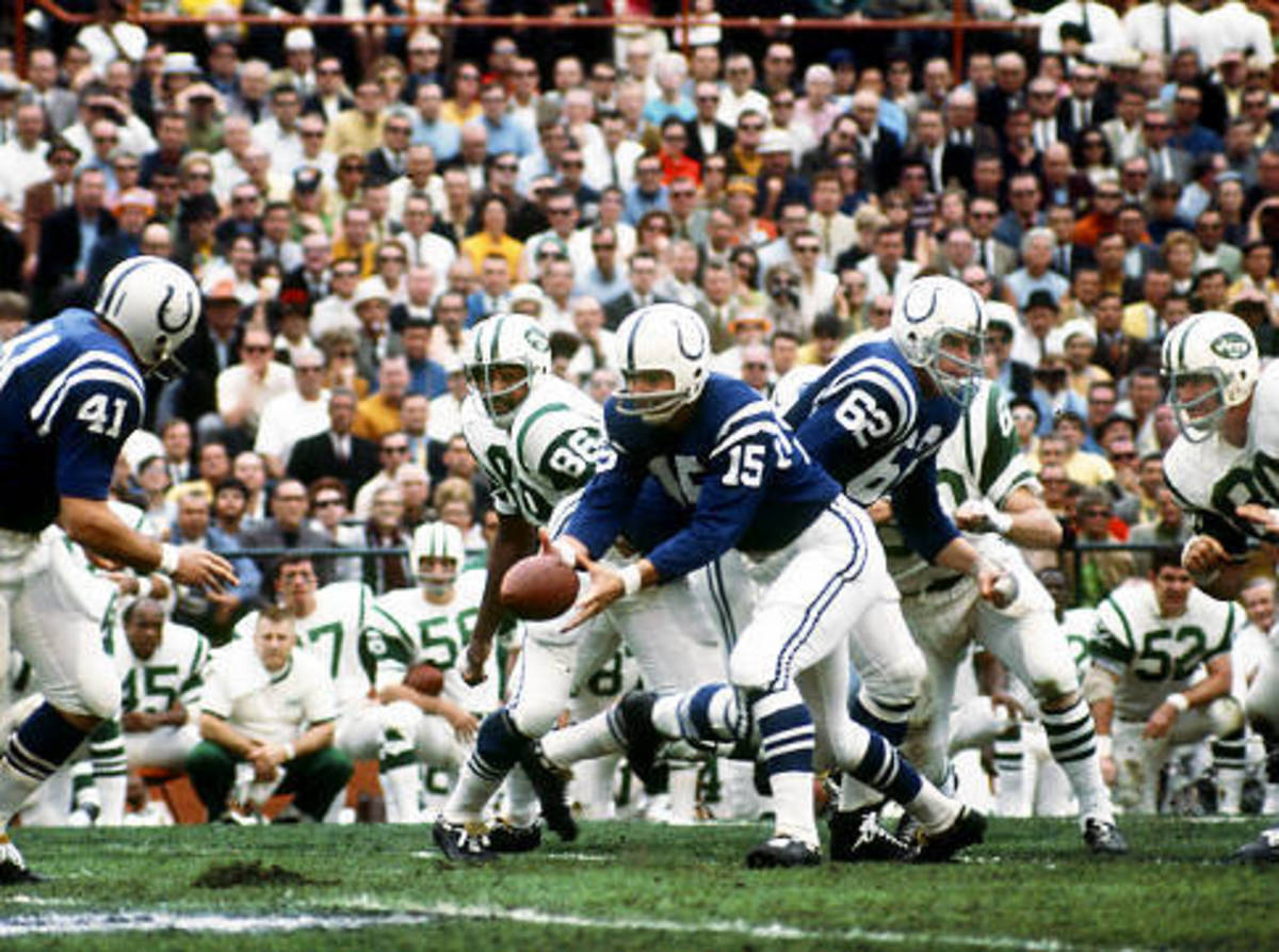 Baltimore Colts quarterback Earl Morrall dishes the ball in Super Bowl III loss to Jets. Biever/NFL