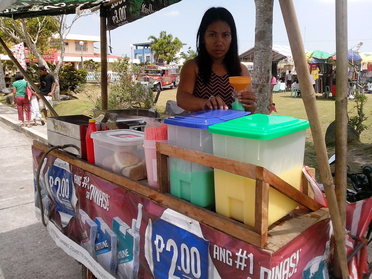 Vendor of Summer Coolers (Photo Source: Ireno A. Alcala)