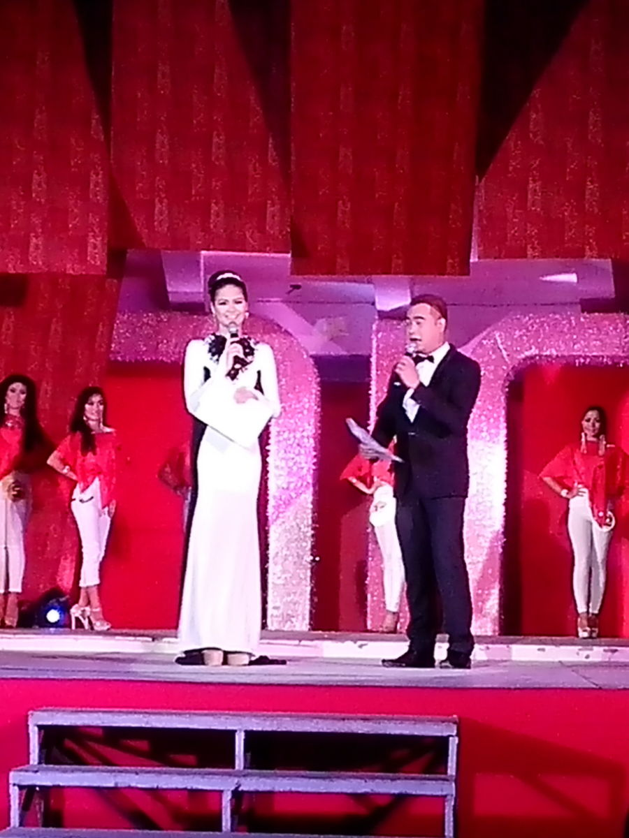 The official hosts of Miss Buswak 2015 (Photo Source: Ireno A. Alcala)