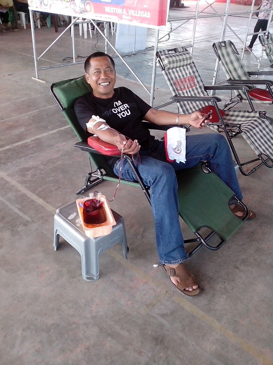 Bloodletting during the 2nd day of Buswak 2015 (Photo Source: Ireno A. Alcala)