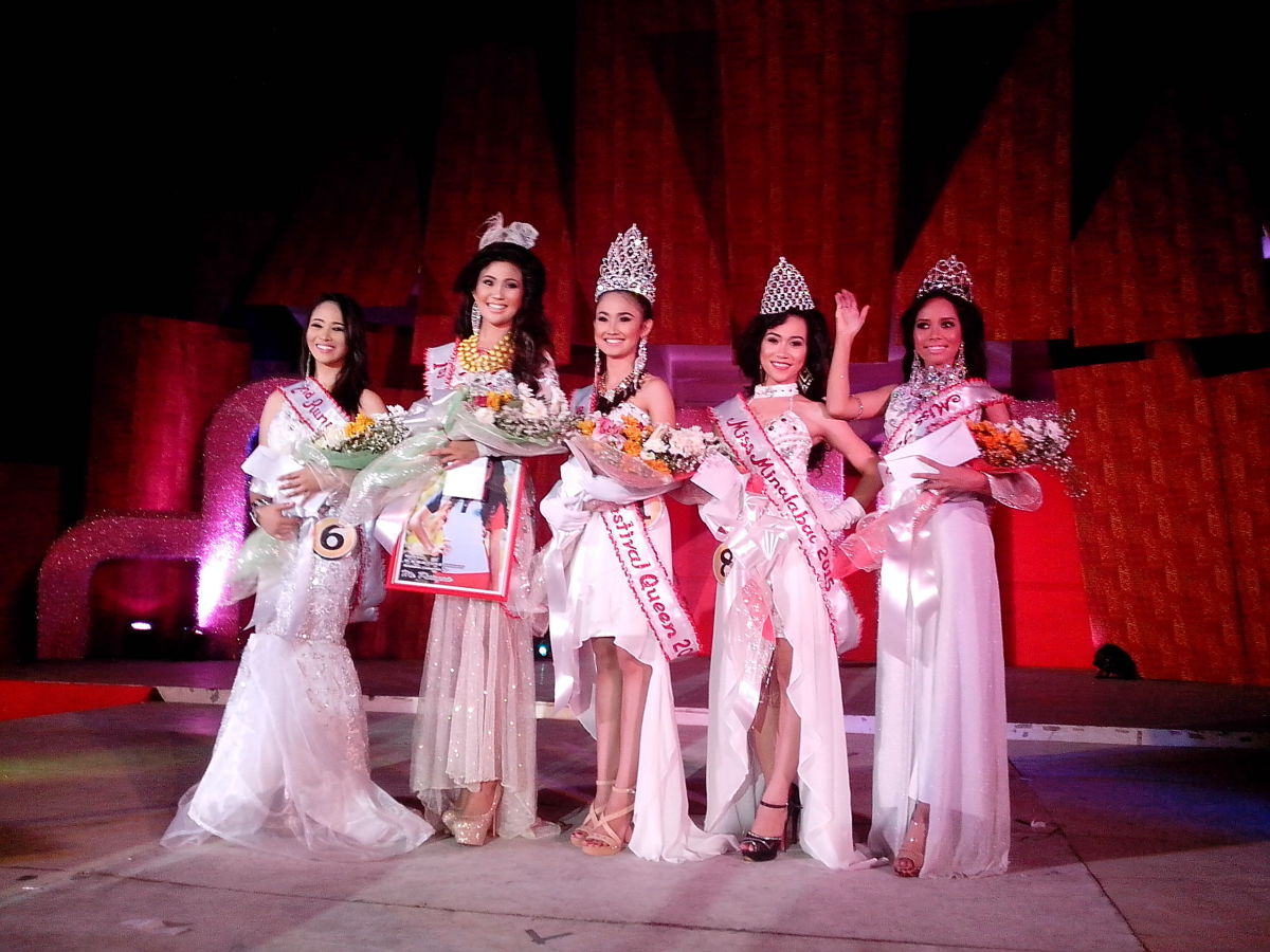 The final five of Miss Buswak 2015-(From L-R:2nd Runner Up Ms. Del Carmen-Del Rosario, 1st Runner Up Ms. Baliuag Nuevo, Ms Hobo as Buswak Festival Queen, Ms. Salingogon as Miss Minalabac & Mis. Mataoroc as Miss Tourism (Photo Source: Ireno A. Alcala)