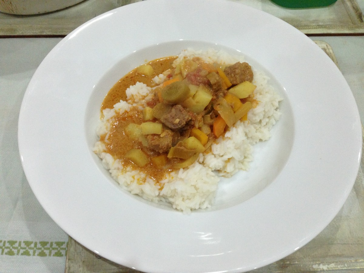 How your finished dish should look - Lamb and Leek Curry served with rice