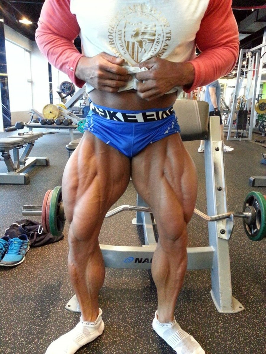 Besides his back, Park's muscular legs are also quite impressive!