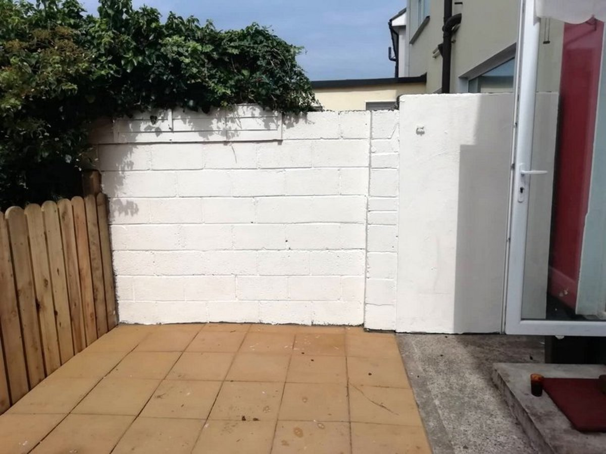 Learn how to make a garden patio with  paving slabs.