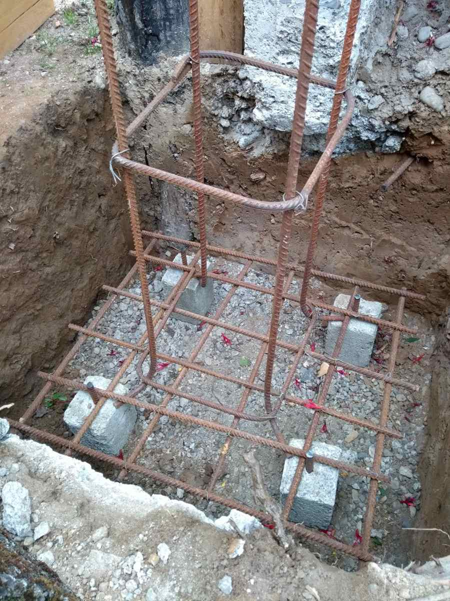 """Rebar """"tower"""" attached to grid."""