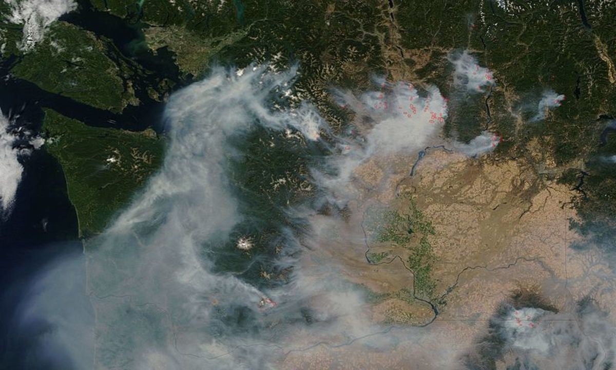 Washington State wildfires, 2015.  Image courtesy NASA & Wikimedia Commons.